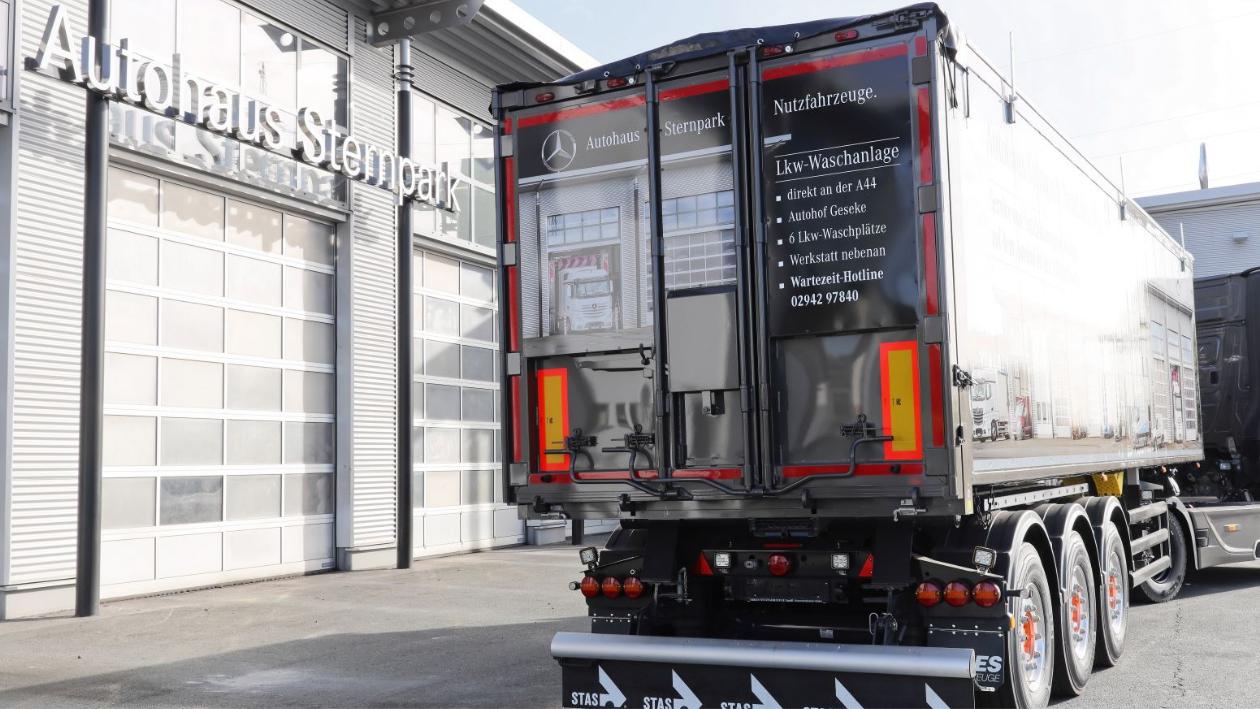 truck_werbung_heck_autohaus_sternpark
